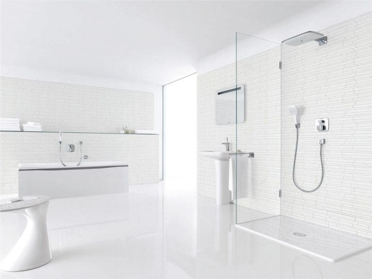 bathroom-in-total-white